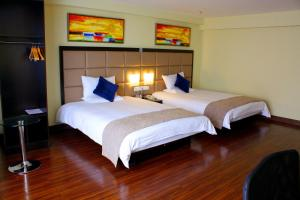 A bed or beds in a room at JI Hotel North Tianhe Guangzhou