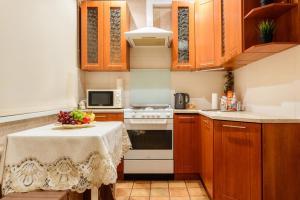 Кухня или мини-кухня в Apartment TwoPillows on Lenina 52