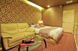 ホテル サクラサク (大人専用)にあるベッド