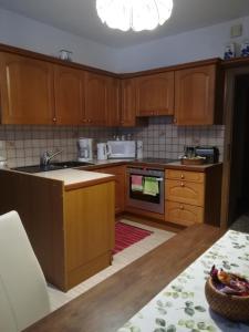 Кухня или мини-кухня в Maria's Ferienwohnung