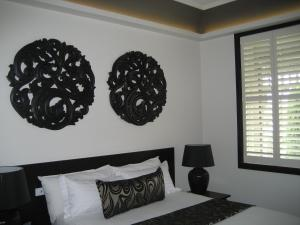 A bed or beds in a room at Gallery Apartments