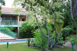 A garden outside Syringa Lodge