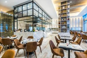 A restaurant or other place to eat at Medellin Marriott Hotel