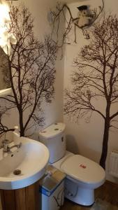 A bathroom at Oreivių užuovėja