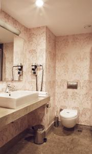 حمام في فندق سوادي