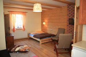 Łóżko lub łóżka w pokoju w obiekcie Willa Wisełka