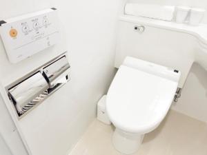 A bathroom at APA Hotel Higashi Shinjuku Kabukicho