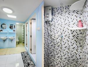A bathroom at Hua Hin Lubsabai Hostel