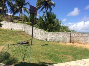 A garden outside Casa a Beira Mar Japaratinga