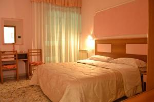 Letto o letti in una camera di Hotel Linda