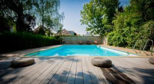 The swimming pool at or near Kurhotel Markushof