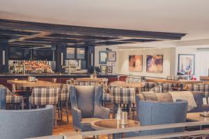 A restaurant or other place to eat at Crosswaters Resort at Kananaskis