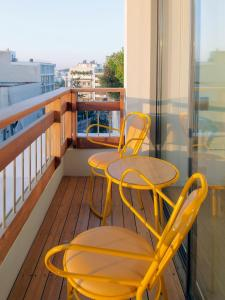 A balcony or terrace at New Hotel