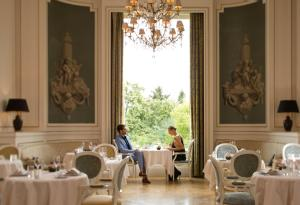 A restaurant or other place to eat at Tiara Château Hôtel Mont Royal Chantilly