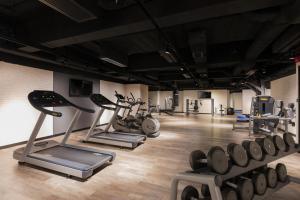 The fitness center and/or fitness facilities at Pentahotel Hong Kong, Tuen Mun