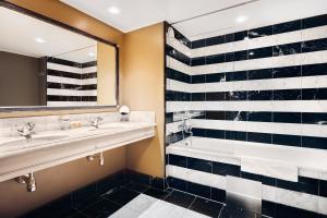 A bathroom at Stallmästaregården Hotel & Restaurant