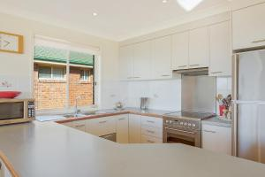 A kitchen or kitchenette at Beach Breakers Apartment - Stunning Views