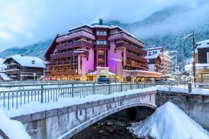 Hotel Le Morgane during the winter