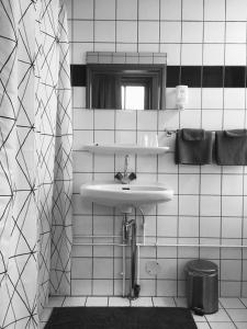 Een badkamer bij Hotel Over de Brug