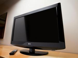 A television and/or entertainment center at Holiday Inn Lancaster, an IHG Hotel