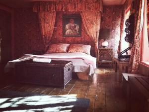 A bed or beds in a room at Chambres d'hôtes La ferme de Marion