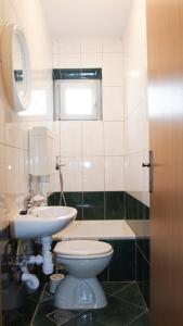 A bathroom at Family Apartments Marita