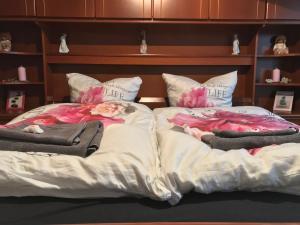 A bed or beds in a room at 3-Zimmer Wohnung, nähe Messe Düsseldorf/Essen