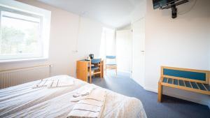En eller flere senge i et værelse på Hotel Havlund BB