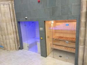 A bathroom at Abbey Garden at the Highland Club
