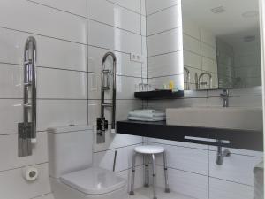 A bathroom at A de Loló - Four Rooms