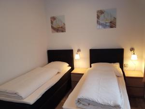 A bed or beds in a room at Hotel Restaurant Ketterer am Kurgarten