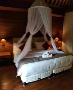 En eller flere senger på et rom på Kencana Garden