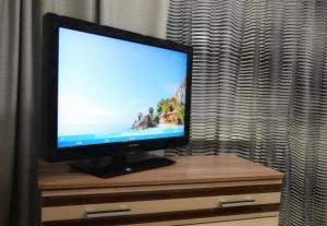 Телевизор и/или развлекательный центр в Apartments 40 Let Pobedy 51V