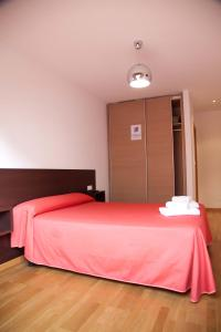 A bed or beds in a room at Hostal CASASNOVAS