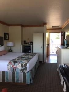 A bed or beds in a room at River House Inn
