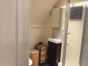A bathroom at Worthing Rest