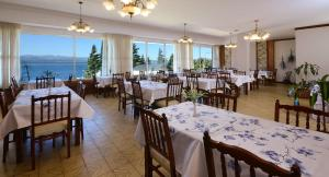 A restaurant or other place to eat at Hotel Concorde