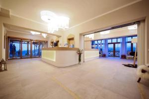 The lobby or reception area at HOTEL*** NAT Bukowina Tatrzańska