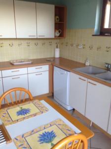 Cuisine ou kitchenette dans l'établissement Le cep de vigne