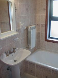 A bathroom at Hotel Antartida Argentina