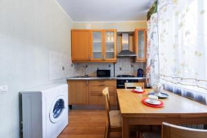 Кухня или мини-кухня в Apartment U Visotskogo