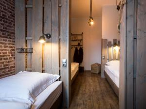 A bed or beds in a room at Heimathafen Hostel