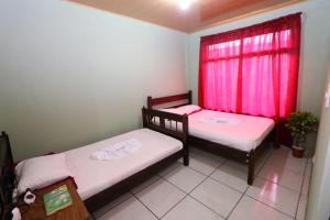 A bed or beds in a room at Hostel Cattleya - Monteverde, Costa Rica