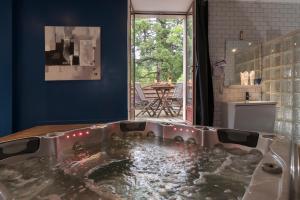 Salle de bains dans l'établissement La Font Vineuse