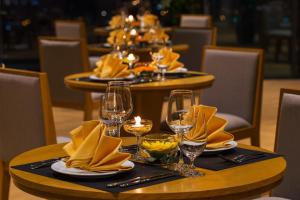 A restaurant or other place to eat at Rosaka Nha Trang Hotel