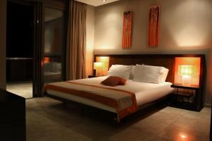 A bed or beds in a room at Island