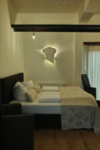 A bed or beds in a room at S'Matt Bob