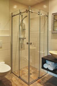 A bathroom at S'Matt Bob