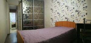 Кровать или кровати в номере Apartments 17a quarter, 28