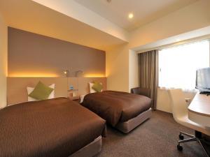 Tempat tidur dalam kamar di Nishitetsu Inn Nagoya Nishiki